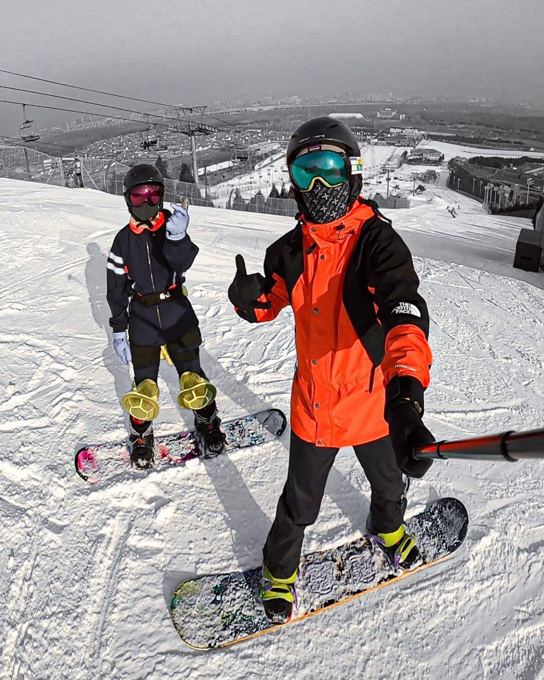 Ruben y su acompañante en Nashan Ski Resort.
